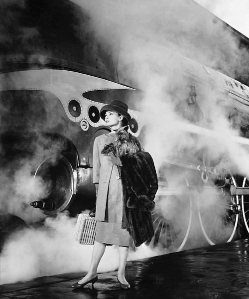mulher mala trem voltando lindo