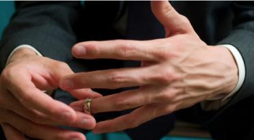 5 Coisas que todo homem casado deve fazer quando  em companhia de mulheres solteiras