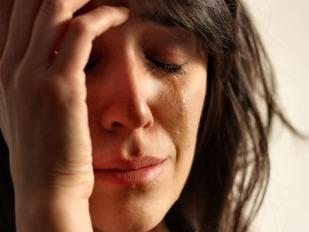 mujer-triste-tristeza-dolor-llanto-llorar-lagrima-depresion-estres-muerte-divorcio_MUJIMA20100901