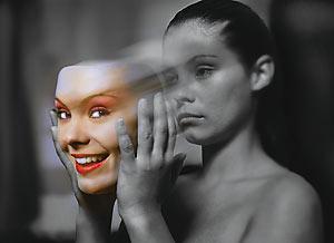 mulher-sorrindo-e-chorando