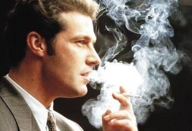 Homem-fumando-cigarro-tabaco-21-01-06