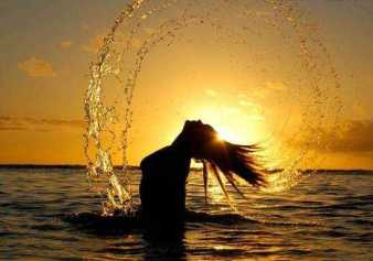 mulher-banho-na-praia1