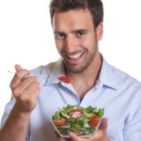 homem-comendo-salada-1440021577912_300x300