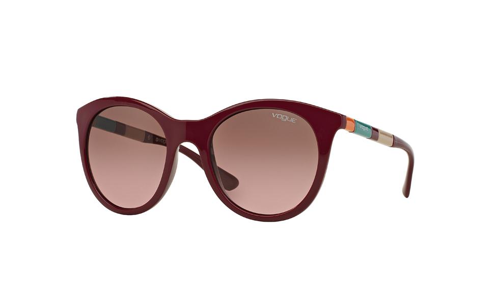 15305f681 A Vogue Eyewear lançou uma coleção curinga para todas as que apostam nos  acessórios para finalizar o look. A marca, reconhecida por traduzir as  principais ...
