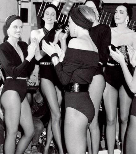 Modelos usam looks Donna Karan da primavera-verão 1986 - lá no começo...