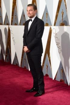 Leonardo DiCaprio de Armani e sapatos Christian Louboutin