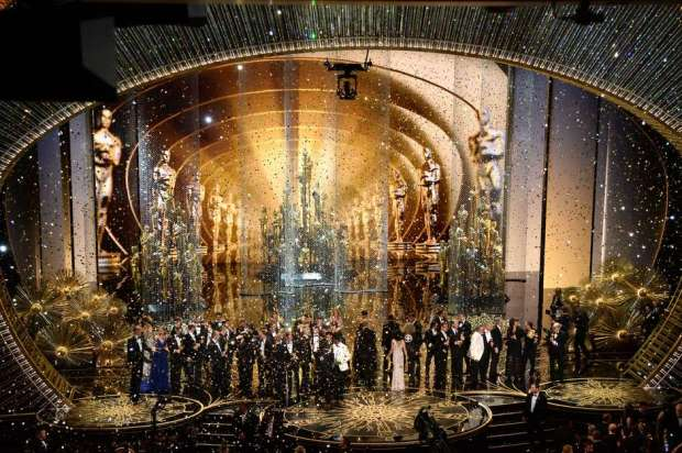 HOLLYWOOD, CA - FEBRUARY 28:  Confetti drops as Oscar winners celebrate onstage during the 88th Annual Academy Awards at the Dolby Theatre on February 28, 2016 in Hollywood, California.  (Photo by Kevin Winter/Getty Images)
