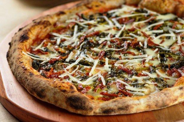 Bráz: novidade de calabresa seca, queijo pecorino, mussarela de búfala e brócolis