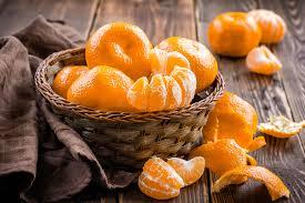 eating-tangerine_claudiamatarazzo