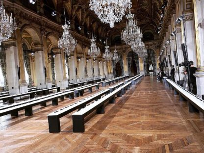 O salão principal do Hôtel de Ville pronto para receber o desfile