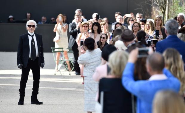 Chanel : Runway - Paris Fashion Week - Haute Couture Fall/Winter 2017-2018