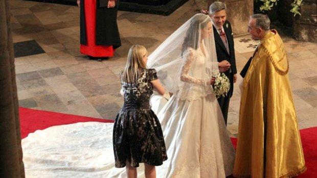 UK-Wedding-Royal-Ceremony-Girl-sarah_burton_kate_middleton_wedding