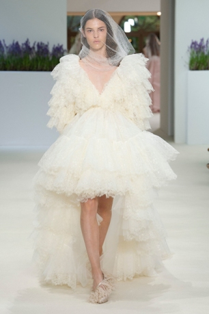 giambattista_valli_jpg_6487_north_499x_white