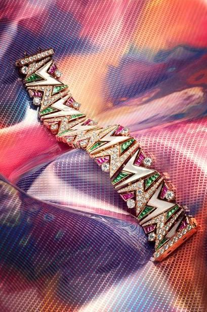 """22a1eeeea7e A mais recente coleção de joias da Bulgari é um retorno aos dias de longas  cabelos – os elétricos anos 80! A coleção é chamada """"Wild Pop"""""""