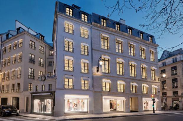7fb9f401dc2 A Chanel inaugurou sua nova flagship em Paris na quinta-feira (22 11).  Localizada no número 19 da rua Cambon